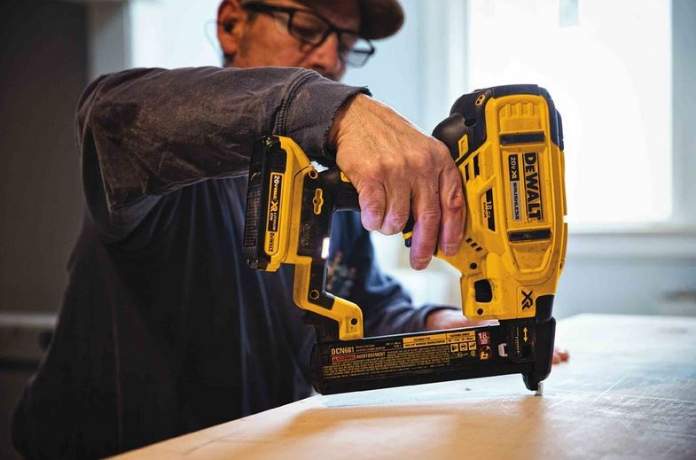 Dewalt DCN681 Narrow Crown Stapler